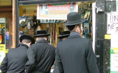 Boris Johnson zegt dat Joden in N. Ierland geconfronteerd worden met 'exodus' vanwege toegang tot koosjer voedsel