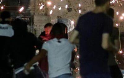 Rellen in Jeruzalem : 17 politieagenten en ruim 200 Palestijnen gewond; Hamas dreigt met meer geweld
