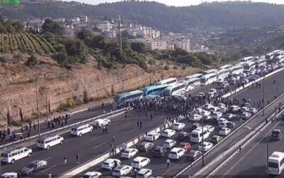 Bussen met Arabische Israëlis werden tegengehouden; snelweg Tel Aviv – Jeruzalem geblokkeerd