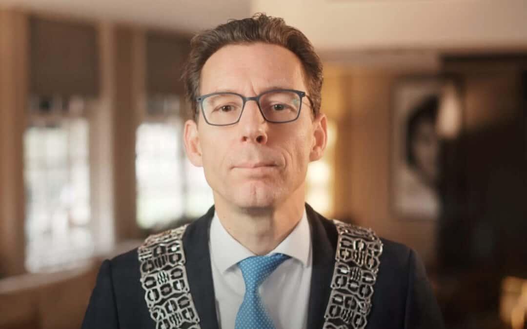 Burgemeester Amstelveen 'weigert' plaatsen Stolpersteine, aanvragers woedend