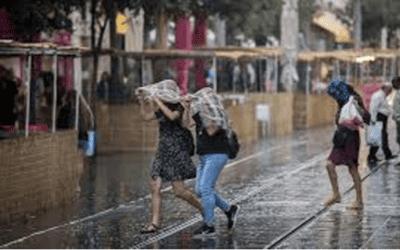Stortregens tijdens het Loofhuttenfeest