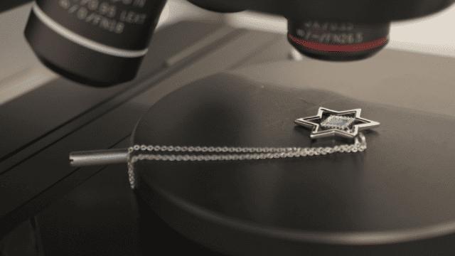 Israelische juwelier verwerkt Oude Testament in sieraden