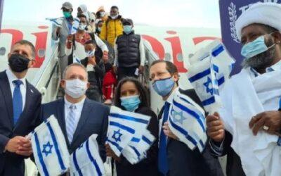 Honderden Ethiopische immigranten landen in Israël op laatste reddingsvlucht van 'Rots van Israël'
