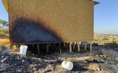 Arabieren infiltreren Joods dorpje in Samaria en steken synagoge in brand