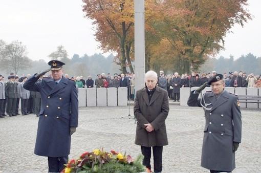 Teken de petitie: Stop herdenking door Duitse ambassadeur op nazikerkhof Ysselsteyn